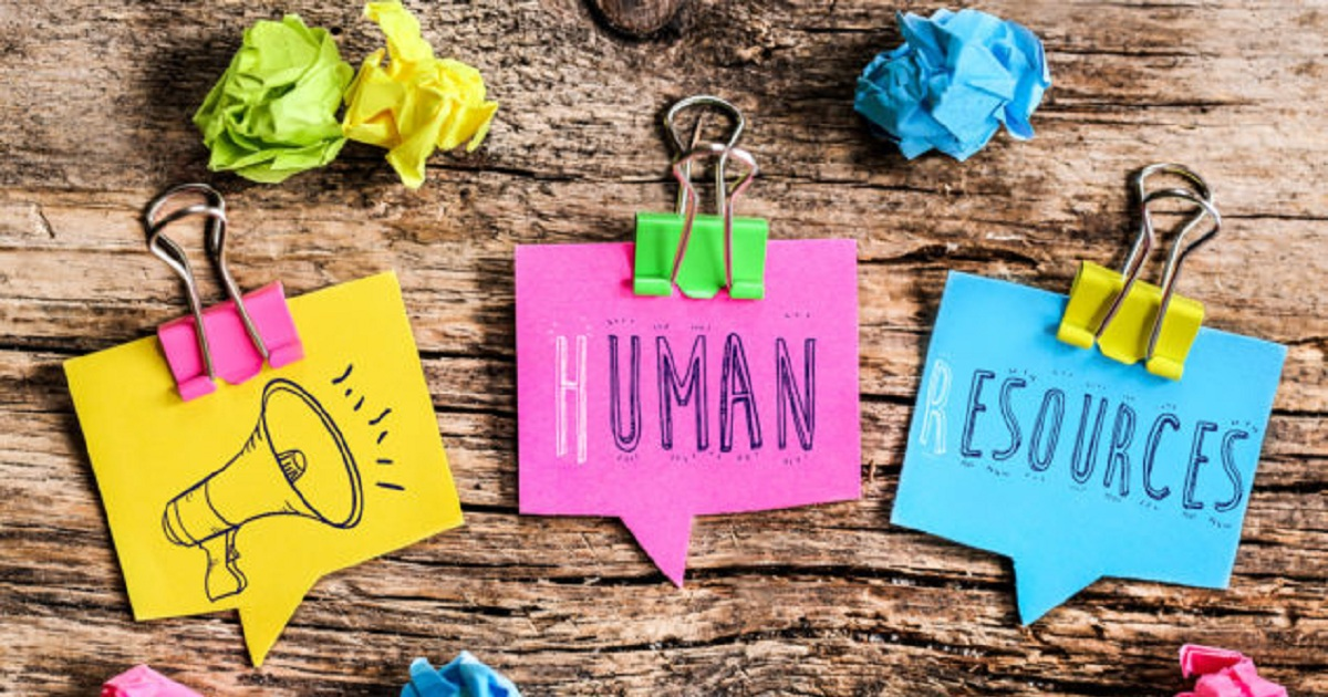 WHEN SHOULD A SMALL BUSINESS THINK ABOUT OUTSOURCING HR?